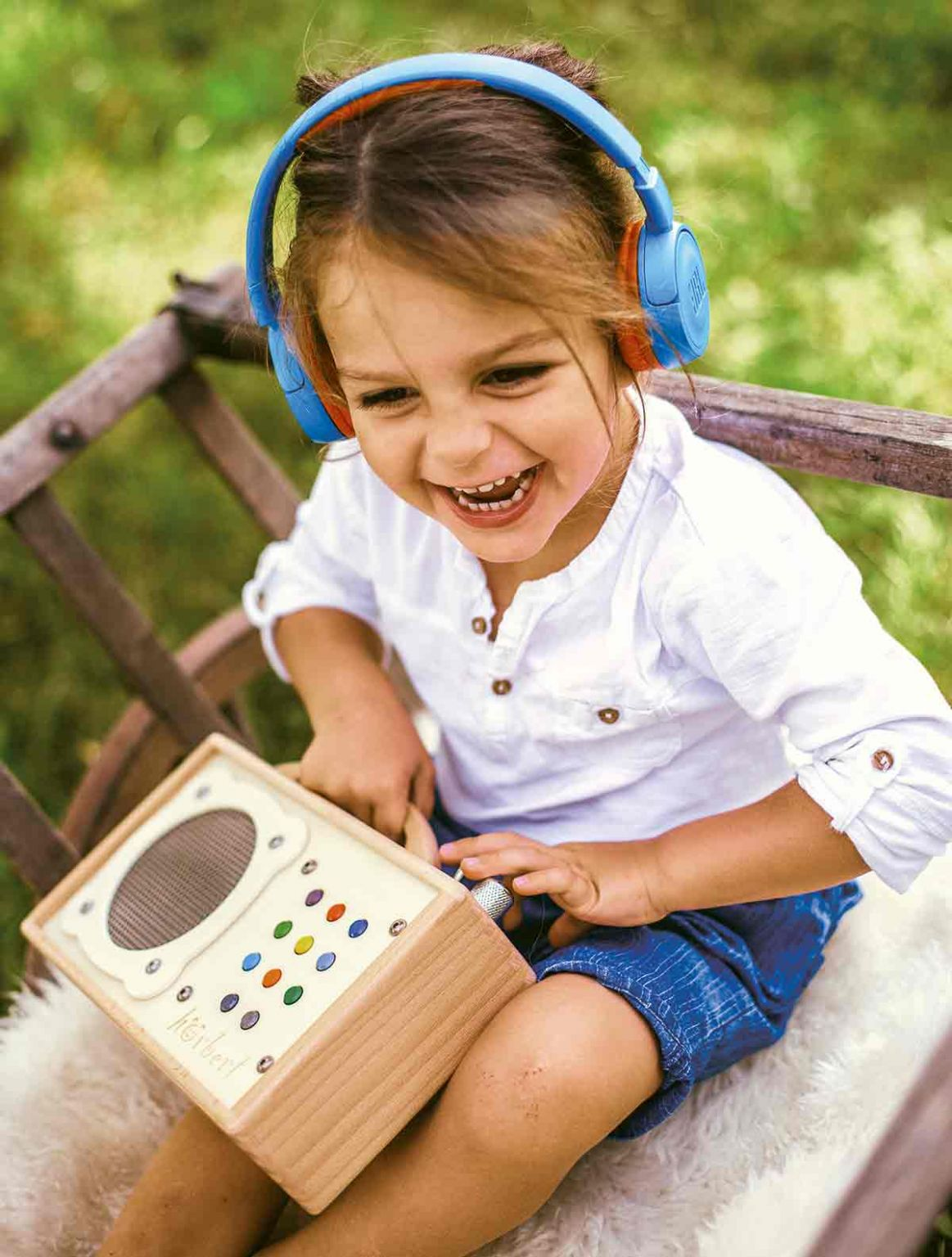 Fun with Bluetooth-earphones and mp3-Player for Kids